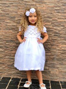 Confira nesse post dicas e modelos de vestidos de formatura infantil branco para a sua filha usar nesse evento acadêmico tão importante.